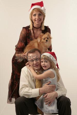 Папа, мама, дочка и собачка