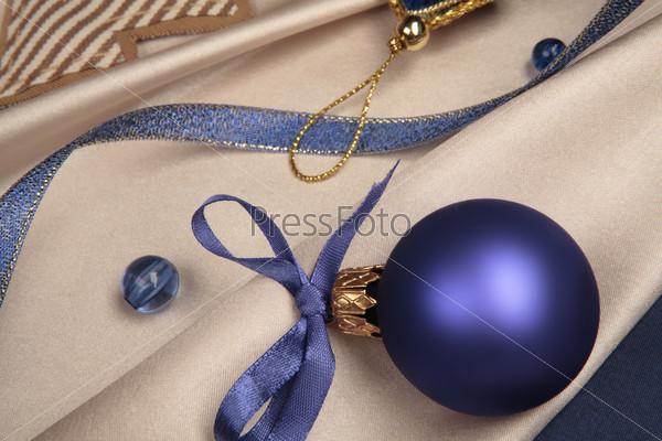 Новогодний синий шар с бантом