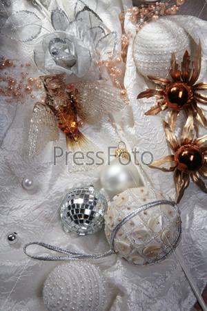 Хрустальная птица, зеркальный шар, золотые цветы, шар из пайеток