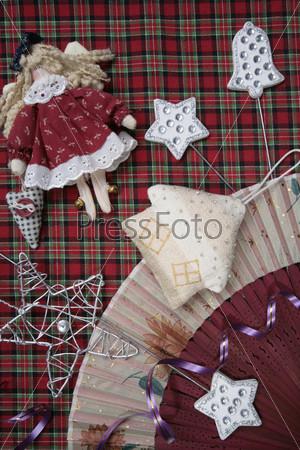 Тряпичная кукла, цветной веер, елочная игрушка домик