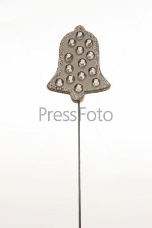 Серебристый колокольчик на ножке