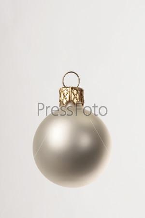 Матовый белый елочный шар