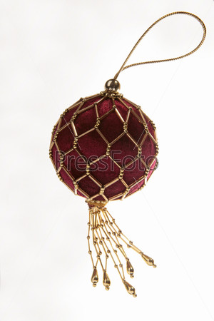 Бордовый шар, вышитый бисером