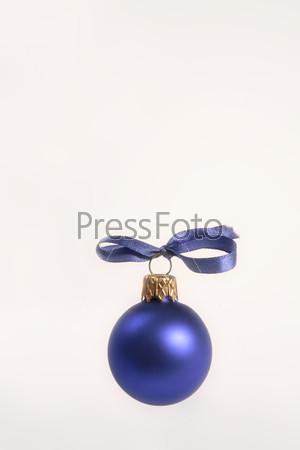 Матовый синий шар с голубым бантом