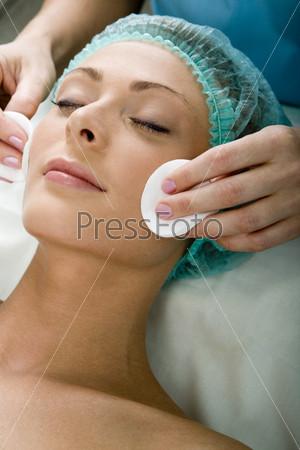 Фотография на тему Девушка у косметолога