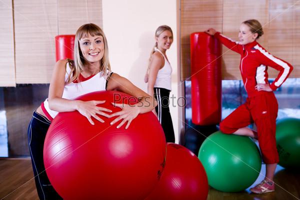 Девушки в спортивном зале