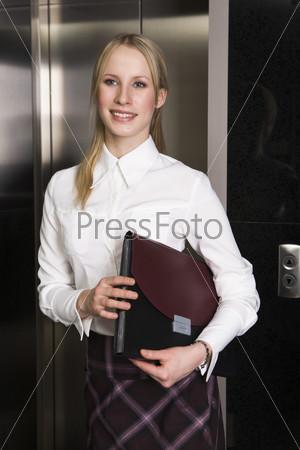 Бизнес леди в лифте