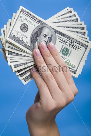 Рука,держащая деньги