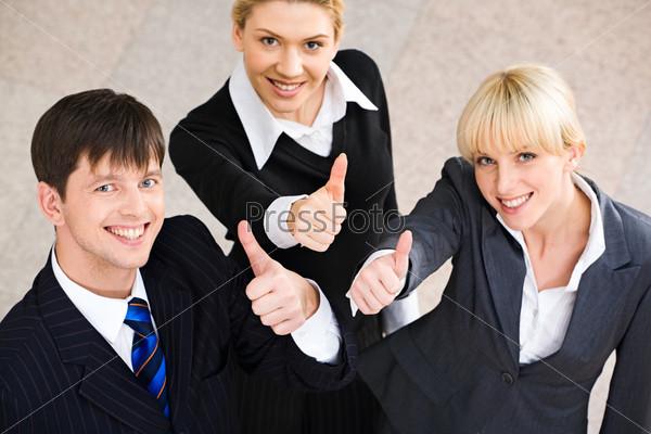 Успех в бизнесе: несколько деловых людей показывают, что все хорошо