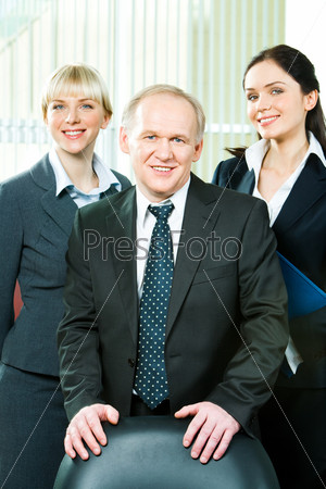 Image of business team together with boss in front