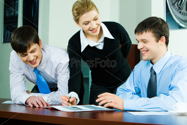 Portrait of business team discussing a new working idea in the office