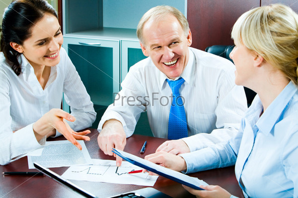 Portrait of smiling people planning business-strategy