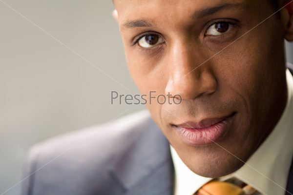 Крупный план лица успешного бизнесмена