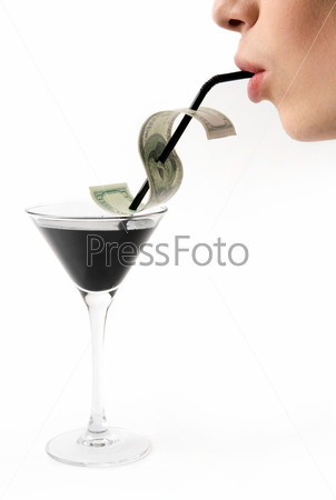 Потребитель пьет нефть из бокала