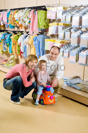 Семья в магазине