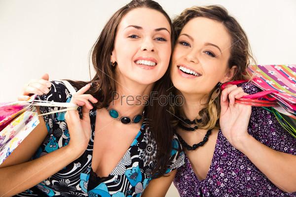 Симпатичные девушки на белом фоне