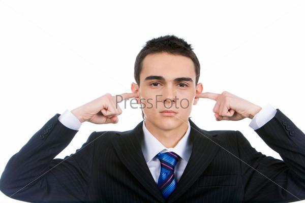 Фотография на тему Солидный молодой человек затыкает пальцами уши, показывая свое недовольство