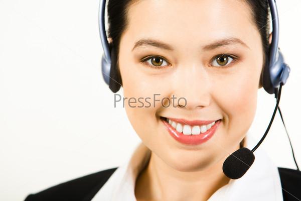 Крупный план диспетчера телефонной службы