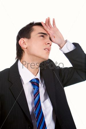 Усталый молодой человек с головной болью на белом фоне