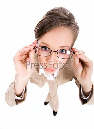 Крупный план бизнес-леди в очках на белом фоне, вид сверху