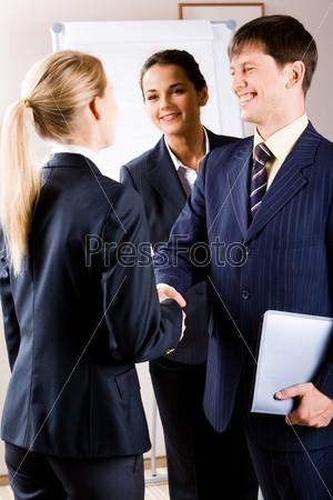 Деловые переговоры в офисном центре