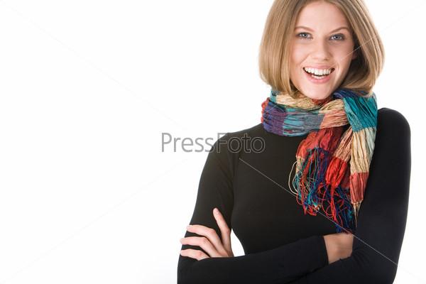 Фотография на тему Смеющаяся девушка в черном с ярким цветным шарфом на шее