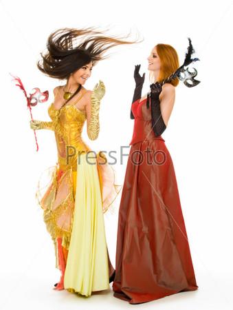 Фотография на тему Две актрисы в маскарадных костюмах играют свои роли