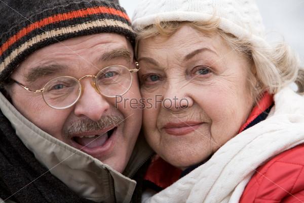 Фотография на тему Влюбленная счастливая пара пожилых людей