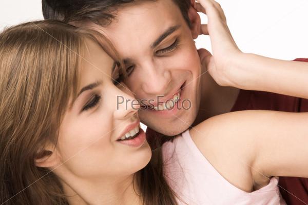 Счастливая молодая пара крупным планом