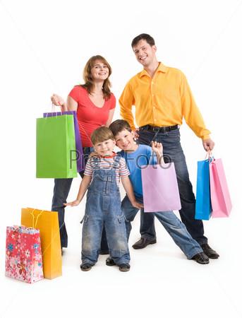 Фотография на тему Веселая семья радуется покупкам