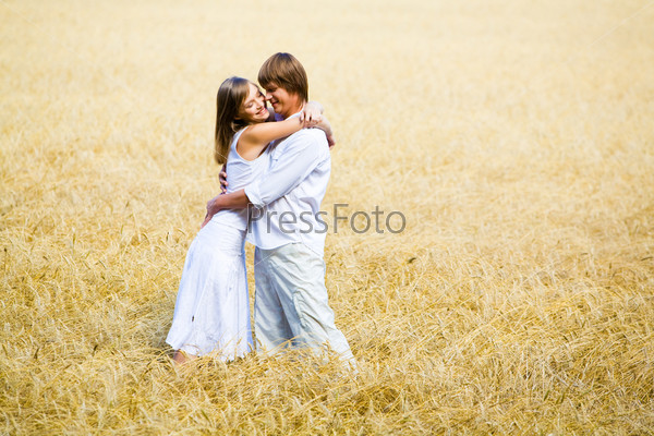 Embracing in field