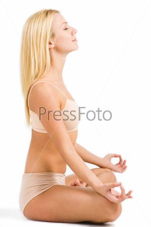 Девушка сидящая в профиль, фото эротические прозрачные купальники