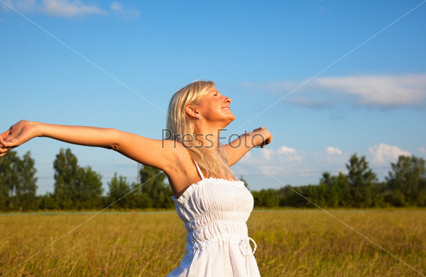 Young blond girl enjoying the freedom