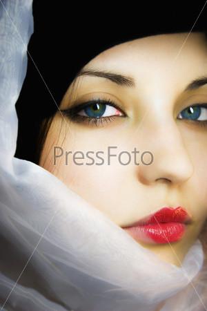 Красивые девушки платками фото