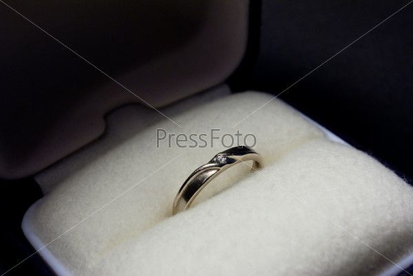 кольцо обручальное фото в коробочке
