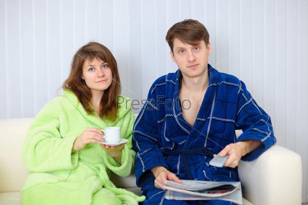 Семейная пара проигралась в карты фото 664-341