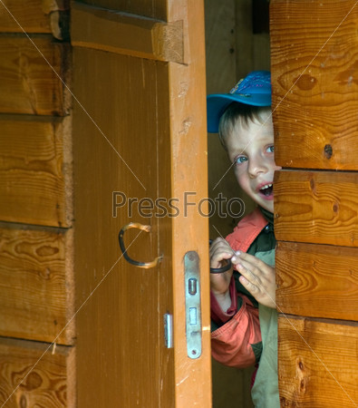 Подглядывала в приоткрытую дверь фото 476-973