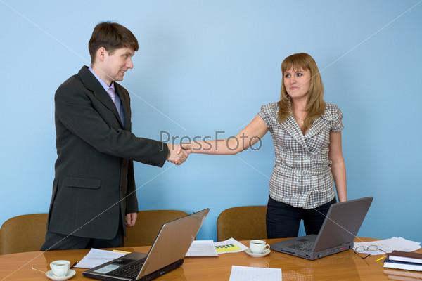 Фото секретарш в офисе приносят кофе фото 432-53