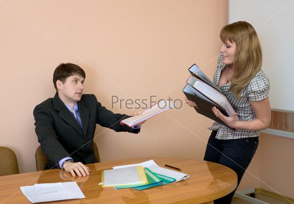 Фото секретарш в офисе приносят кофе фото 432-868
