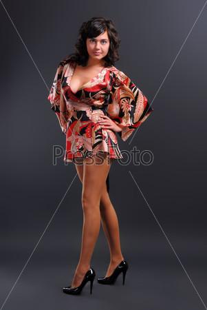 Девушка на каблуках в коротком платье фото 785-854