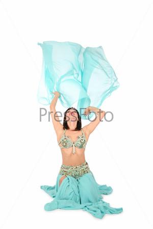 Танец живота с поднятым платком на белом фоне