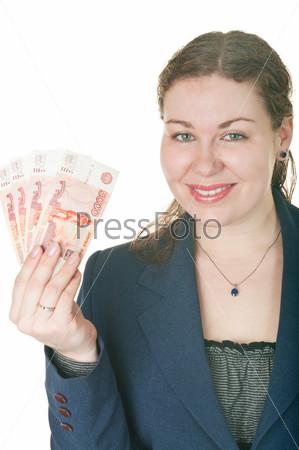Улыбающаяся женщина с наличными в руке на белом фоне