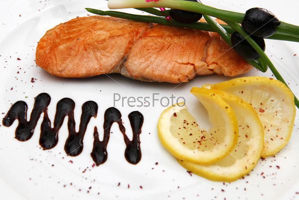 Жареное филе красной рыбы