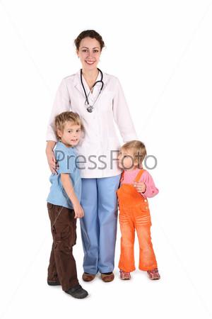 Врач с детьми