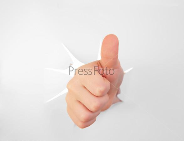 Рука в листе бумаги