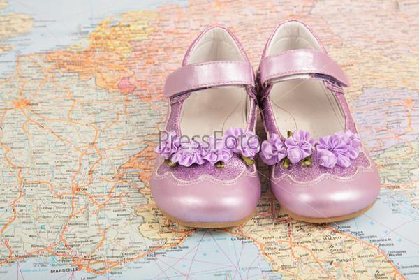 Розовые туфли на карте Европы