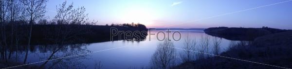 Вид на реку на закате