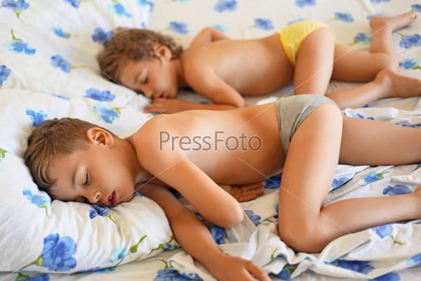 sleep nacked boy and girl picture