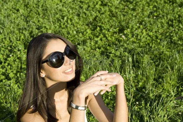 солнечных очках фото брюнеток с