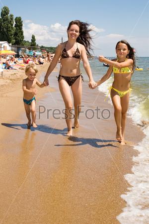 Фото мам на пляже фото 72-781